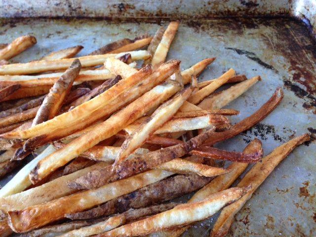 crispy oven fries | www.injennieskitchen.com