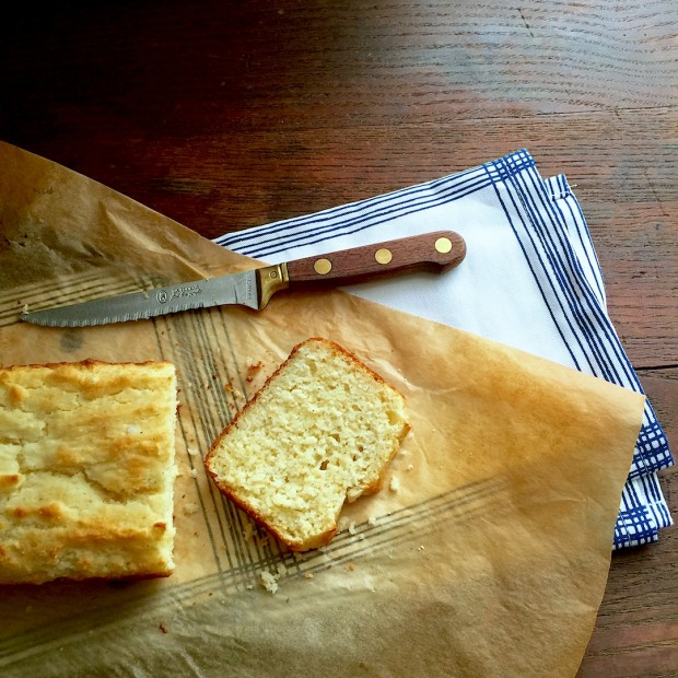 The Best Cornbread Recipe, and so easy! | www.injennieskitchen.com