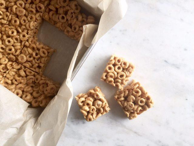 Peanut Butter Cereal Treats | www.injennieskitchen.com