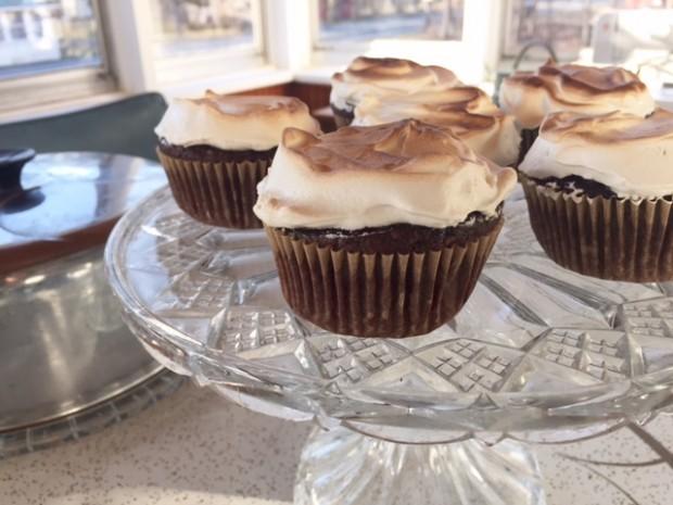 Devil Dog Cupcakes, a must-make recipe! | www.injennieskitchen.com