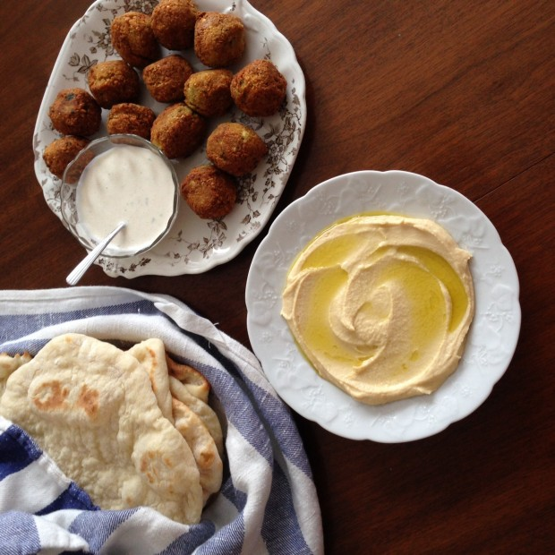 creamy homemade hummus   recipe at www.injennieskitchen.com