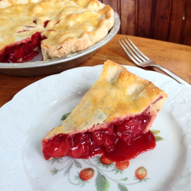 simple strawberry pie | www.injennieskitchen.com
