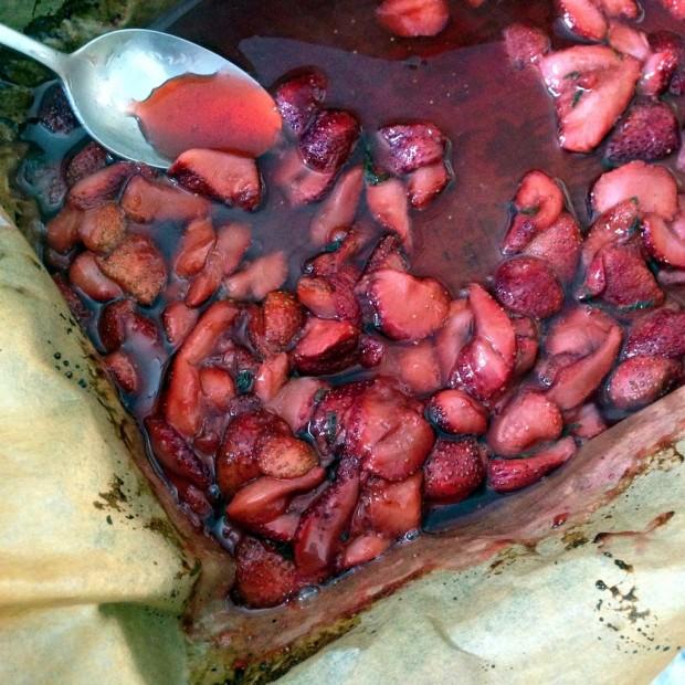 Roasted Strawberry Sauce| www.injennieskitchen.com