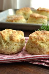 Gruyere Cheese & Rosemary Buttermilk Biscuits | www.injennieskitchen.com