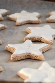 Zimsterne {cinnamon meringue star cookies}