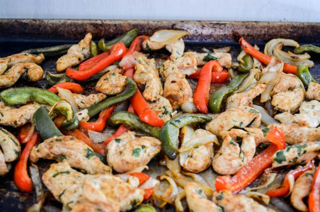 Easy Sheet Pan Chicken Fajitas | In Jennie's Kitchen
